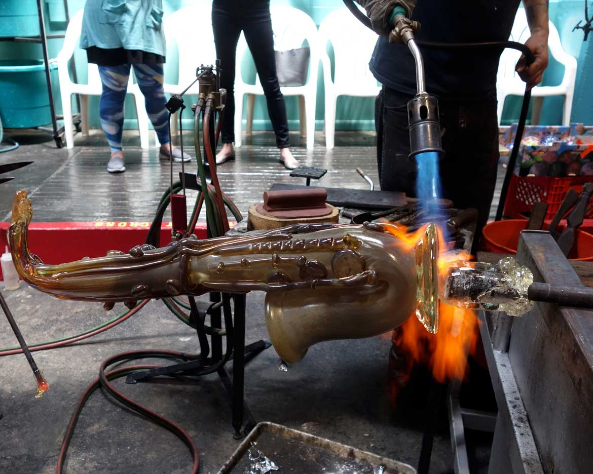 "alt=""Master glassblower Robert Stern torches the punty"""